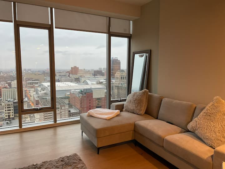 Luxury Floor-to-ceiling Window Condo
