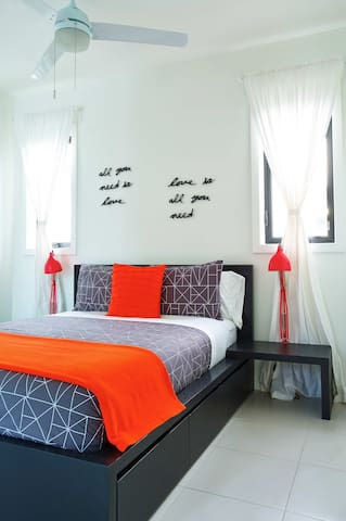 Poolside Studio - Beachfront -Windchaser (ss1) - Providenciales, Turks and Caicos Islands - Apartment