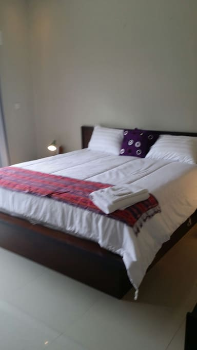 Kingsize bed with large ensuite