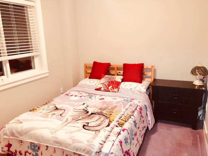 Private one bedroom suite ,kitchen, washer dryer