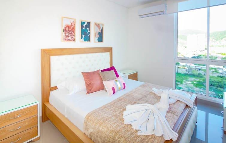 habitación principal con aire acondicionado