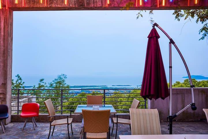 太湖国家旅游度假区海洋馆附近的山腰湖景独栋轰趴度假别墅