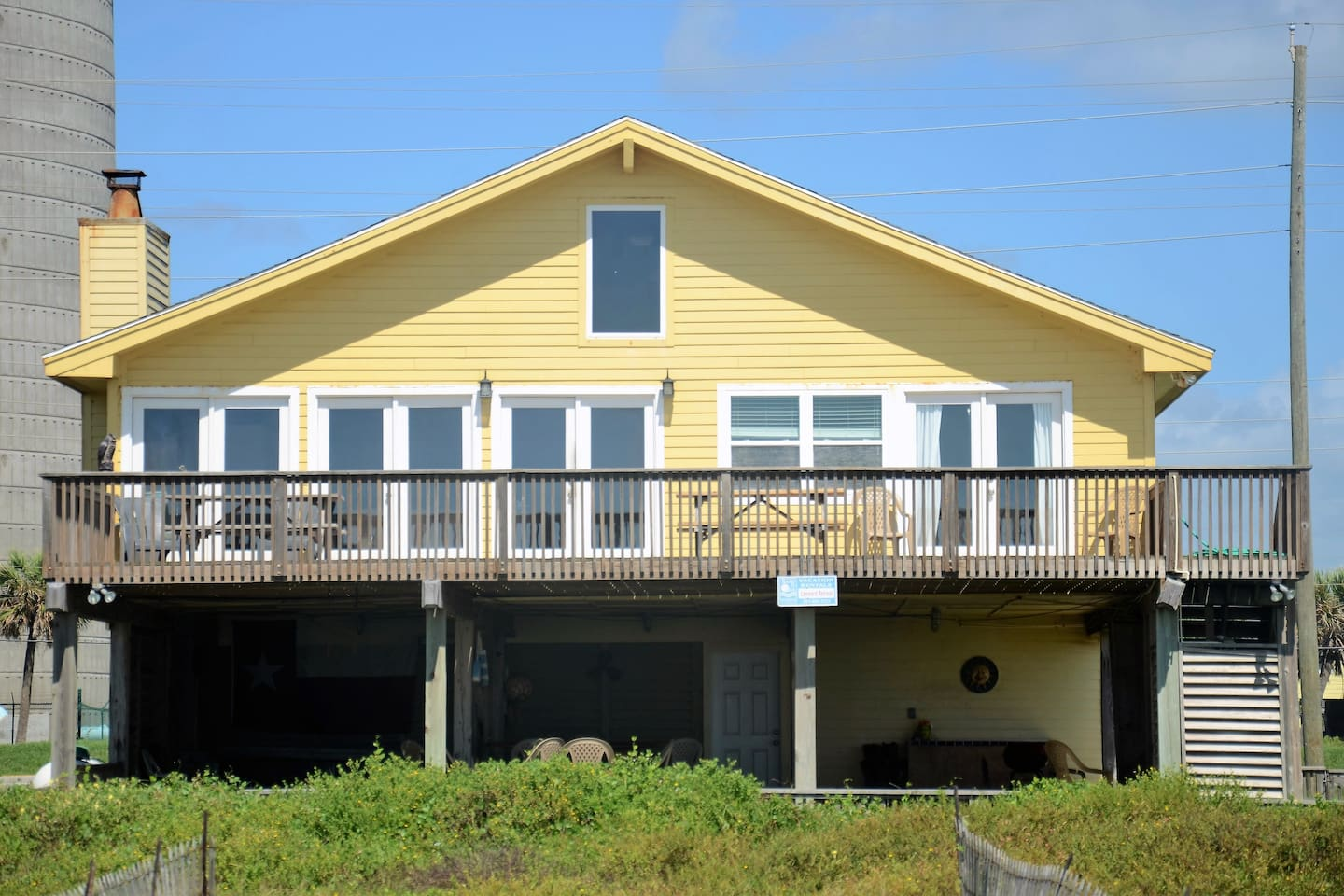 Leeward Retreat has all the features you look for in a fine beach front vacation property.  The sundeck has 2 large picnic tables and space to lounge and enjoy the  amazing views.