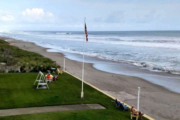 On the BEACH 1-bedroom-sleeps 6 (May 16-22, A7)