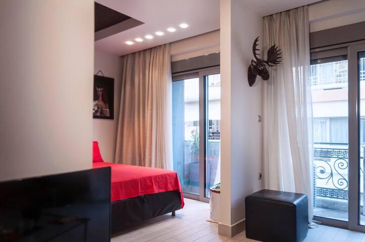 The simple & smart studio in the heart of Piraeus