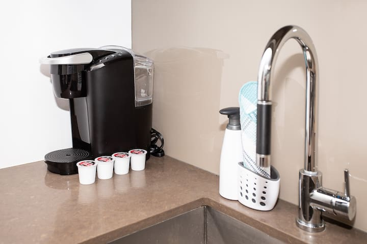 Keurig coffee maker with complimentary coffee pods
