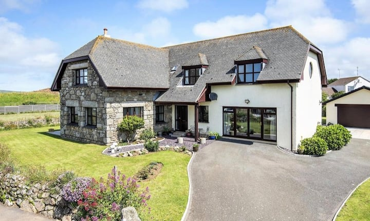 Coastal retreat annexe in a lovely country home