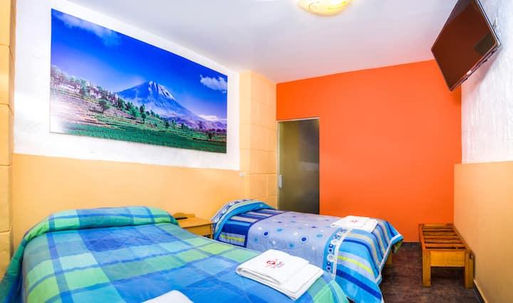 Nice and Cosy Twin Ensuite Room @LeFoyerAQP