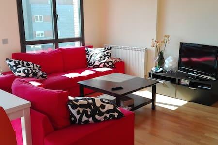 Piso luminoso, amplio y tranquilo - Apartment