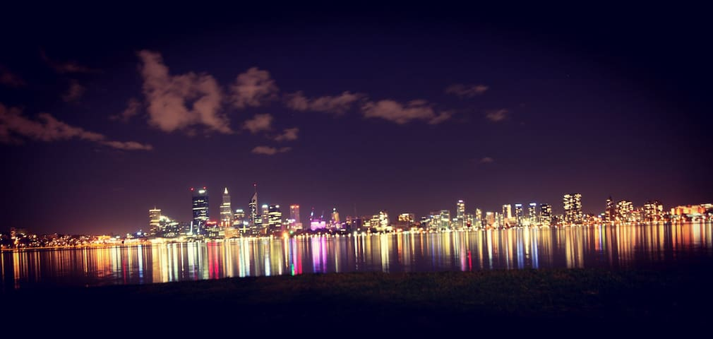 Short 15mins drive to South Perth for amazing city night view.