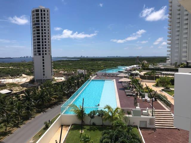 ¡Beautiful Apartment Lagoon/Ocean View pool & gym!