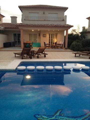 Fab family spanish villa set on a golfing resort - Sant Jordi - Villa