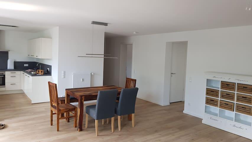 Großes Zimmer in großer Wohnung, nur für Frauen!
