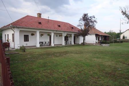 Anna néni Vendégháza - Poroszló - Pension