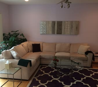 2 Bedrooms in Spacious, Well-decorated Home - Plymouth Meeting - Дом