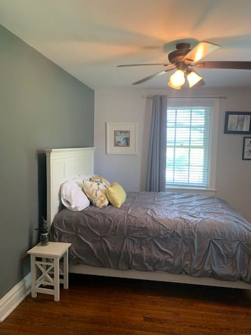 Guest room, front bedroom and fabulous morning light!!!