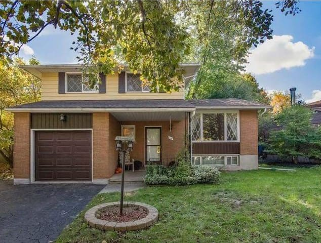 Waterloo Family Home - River and walking trails