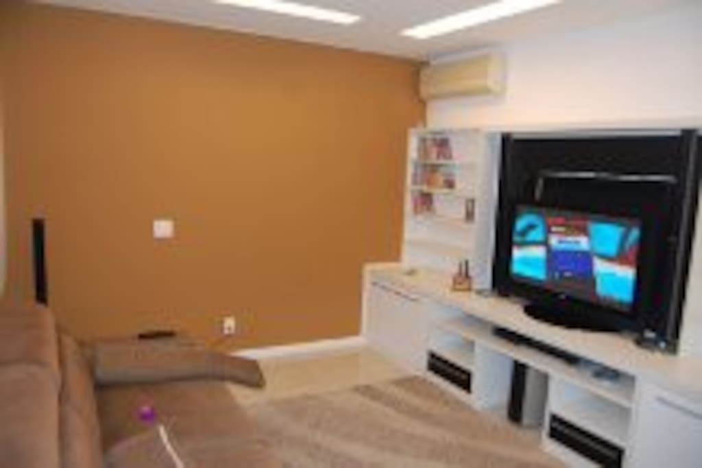 Home Theater com TV a cabo