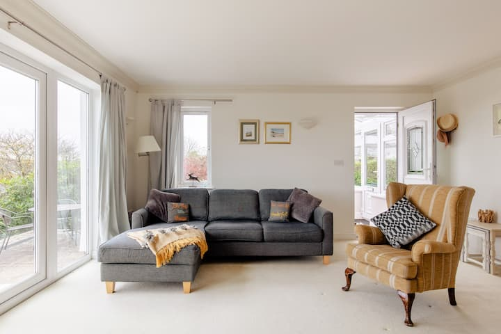 Comfortable Slapton apartment w/ delightful views