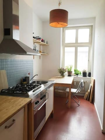 Large room in a perfectly located apartment - Berlín