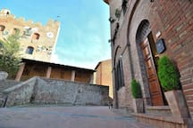 The entrance of your  Apt directly in front of the Palazzo Pretorio, in the main historical street of Certaldo Alto