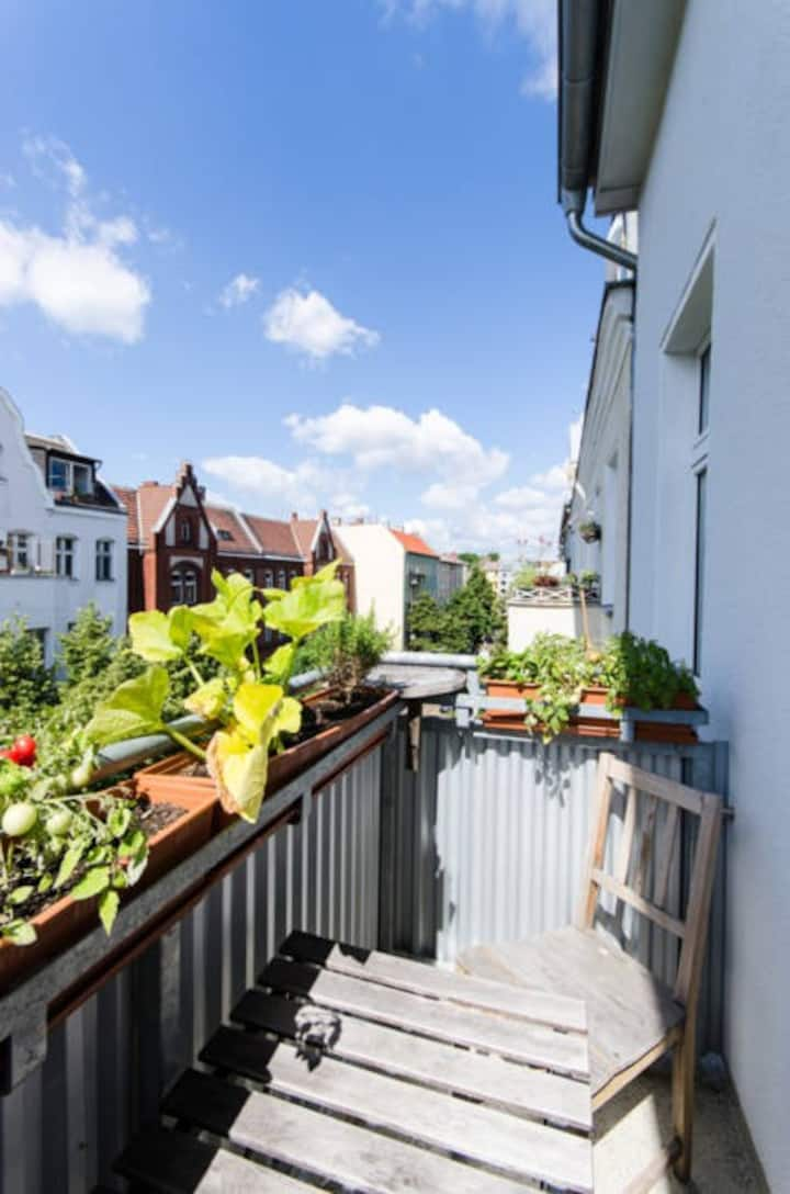 Spacious 82m² flat with sunny balcony