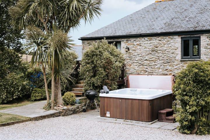 Dog-friendly converted Mill w/ hot tub