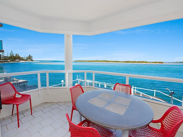 Absolute waterfront, breathtaking views!
