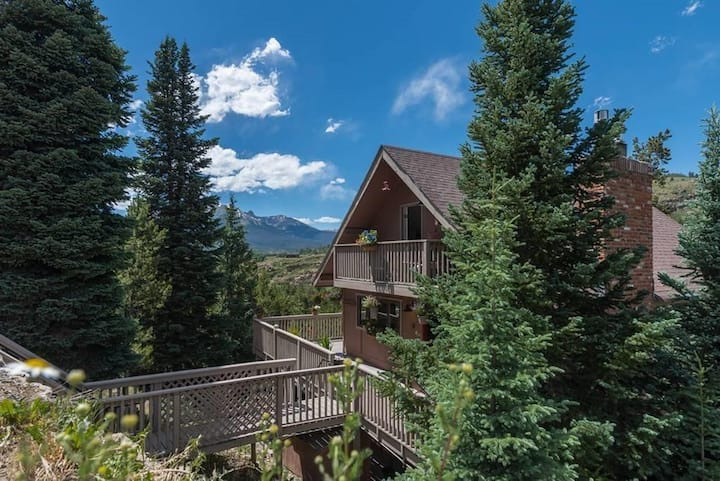 Pet Friendly!- Hot Tub, Big Deck, Views. Easy Drive to Activities, Dining