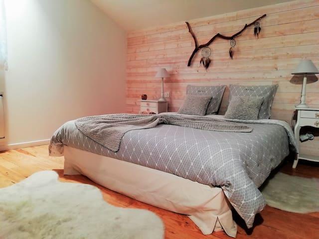 Chambre-loft avec jacuzzi privatif, vue Pyrénées