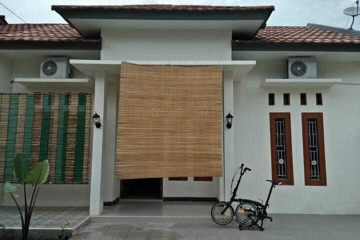 Guesthouse baru tengah kota dan nyaman