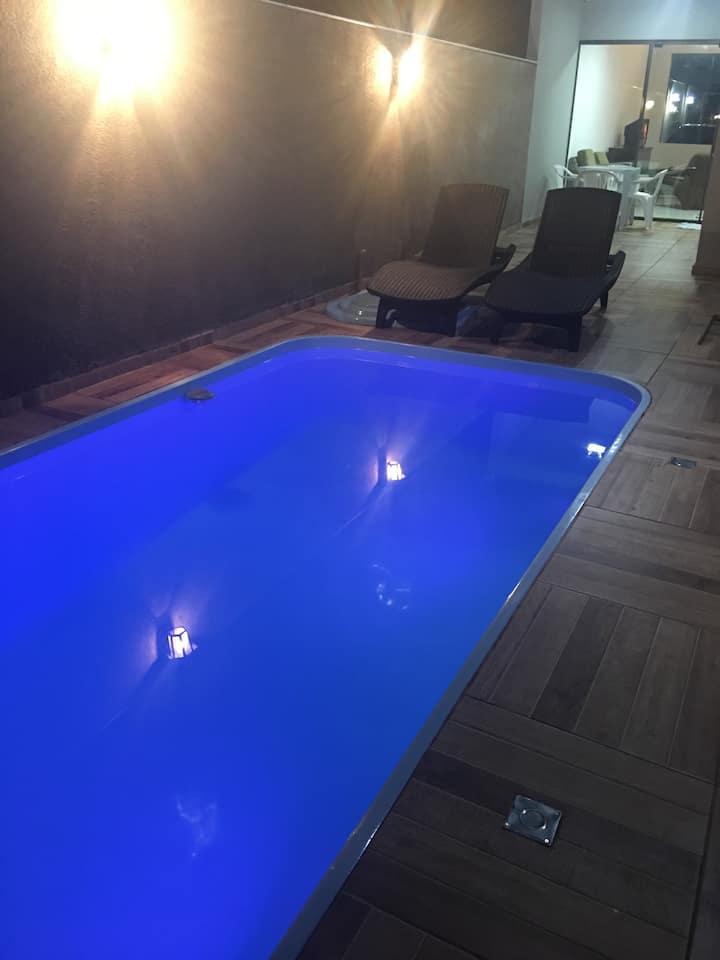 Casa ozonizada, segura c/ piscina e churrasqueira