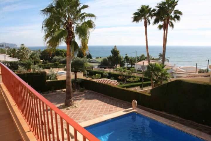 Villa in 100m from the sea