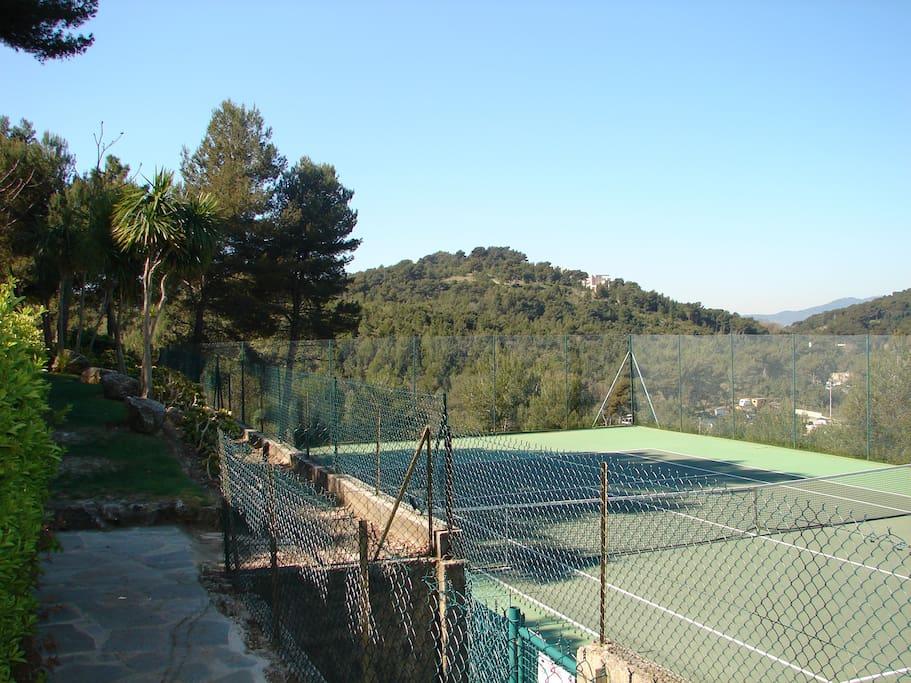 4 tennis à l'intérieur de la résidence