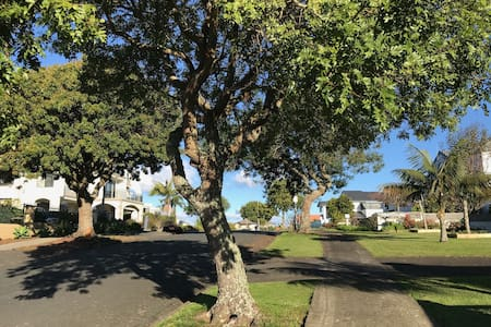 Sweet  home close to airport and Manukau city