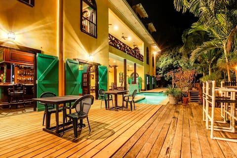 Two riverfront suites w/ shared infinity pool, balcony views, WiFi, AC - dogs OK