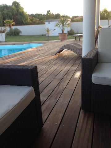Belle maison familiale avec piscine - Fontenilles