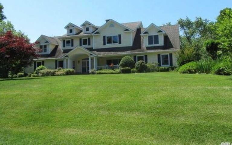 Estate in Southold  5000sqft