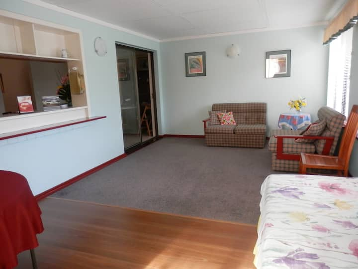 3 bedroom family home close to everything