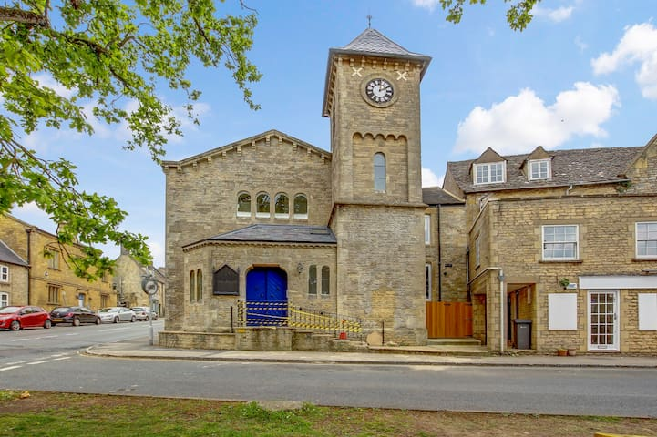 Church Suite, entire apartment in centre of Stow on the Wold, kitchen, shower room, WiFi