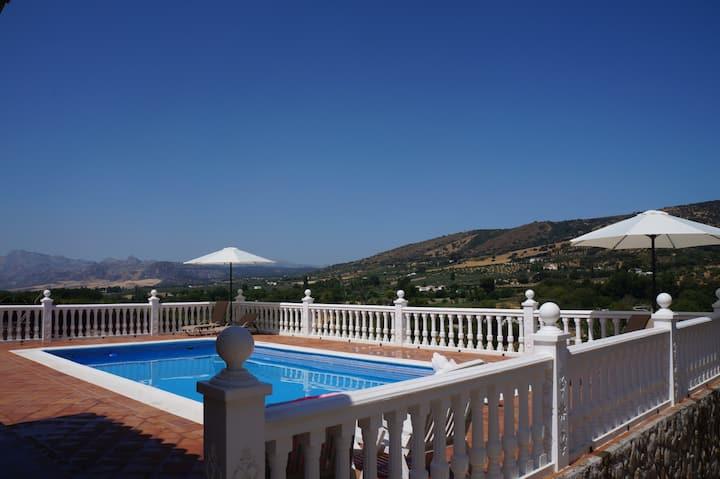 Casa los Rosales, gran casa rural con piscina