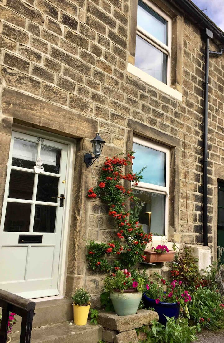 Daisy Nook: Cosy village cottage. Yorkshire