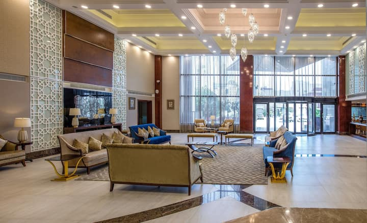 Gulf Court Hotel provides luxurious services 4 you