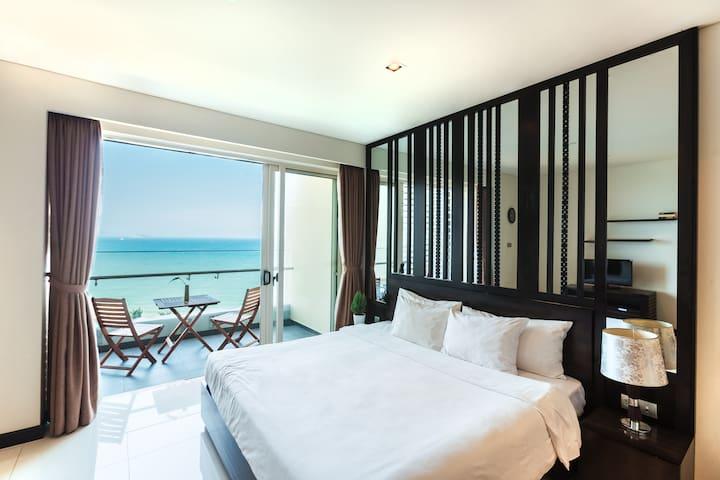 5*stars/seaview studio in The Costa Residence Bldg