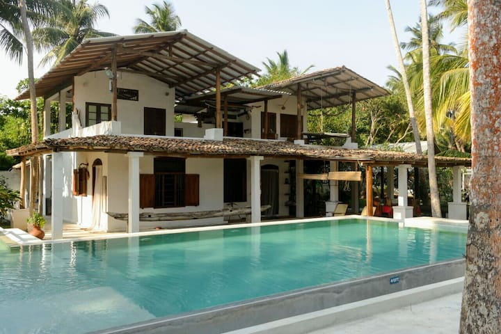 Deep Blue Homestay Colonial Villa