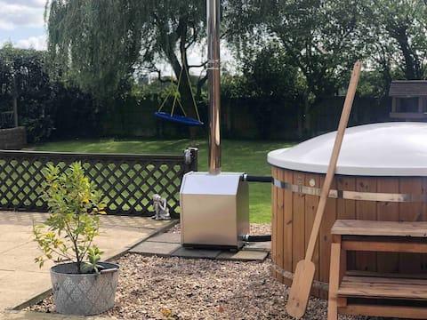Unique Lodge with Hot tub ~ 5* Views ~ Sleeps 6 ❤️