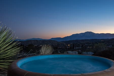 Desert Oasis View Retreat. Fireplace.HotTub.Horses - Morongo Valley