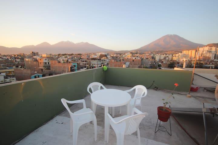quiet apt roof top 360view/private bathroom