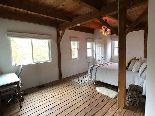 Rear master bedroom + queen bed.