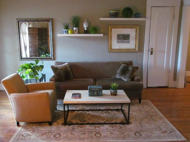 ARTISTS RNC 5 to DOWNTOWN 2 BDRM